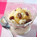 Fragrant rice pudding with lemon and vine fruits